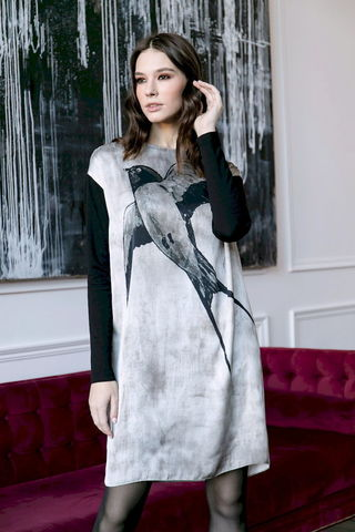Фото платье с рисунком в виде ласточки и длинными рукавами - Платье З479-114 (1)