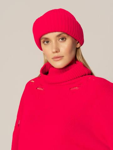 Женский комплект из свитера и шапки ярко-розового цвета - фото 3