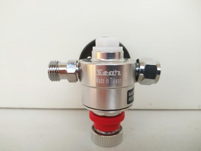 Регулятор давления с манометром STAR S- 081B, поддерживающий давление постоянным