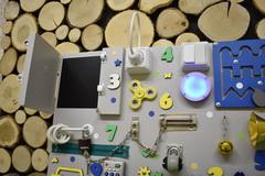 Бизиборд интерактивный 50х65 см сине-желто-мятный
