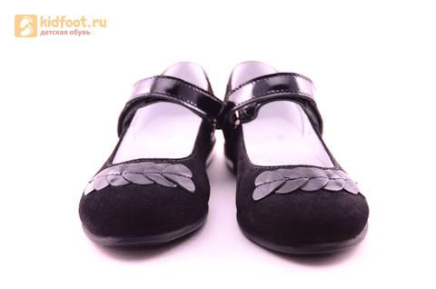 Туфли для девочек из натуральной кожи и велюра на липучке Лель (LEL), цвет черный. Изображение 5 из 17.