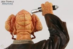Лимитированный бюст джедая Пло Кун от Gentle Giant Star Wars