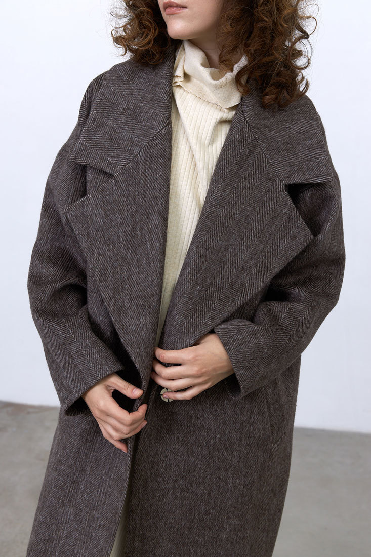 Пальто с большим лацканом, коричневая елочка