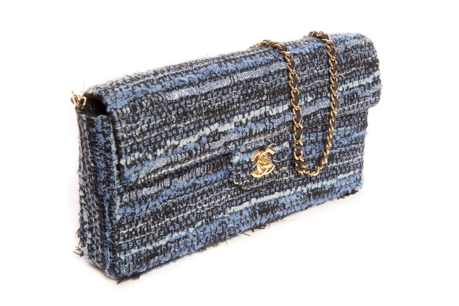 Изысканная сумка из твида от Chanel.