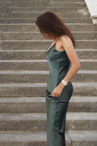 Шелковое платье - комбинация миди темно-зеленого цвета