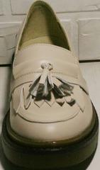 Закрытые осенние туфли лоферы с кисточками женские Markos S-6 Light Beige.