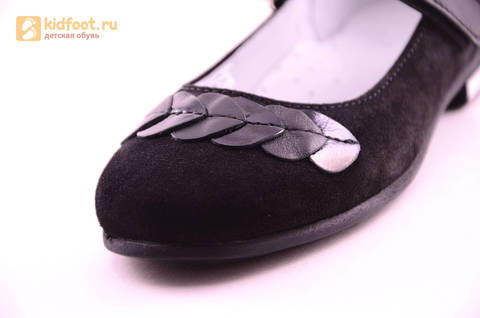 Туфли для девочек из натуральной кожи и велюра на липучке Лель (LEL), цвет черный. Изображение 12 из 17.