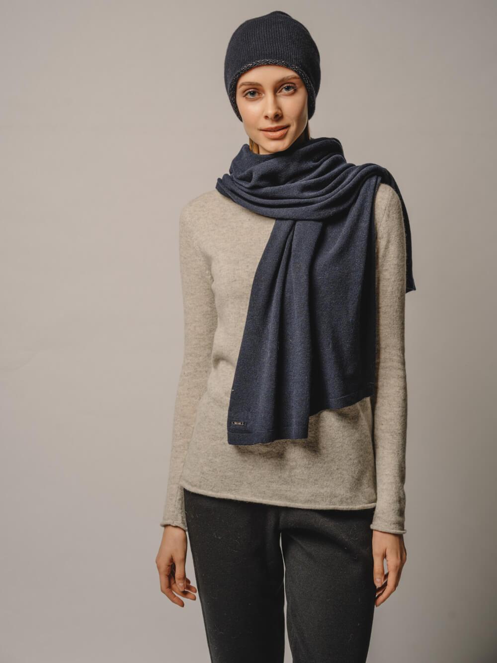 Женский темно-синий шарф - фото 1