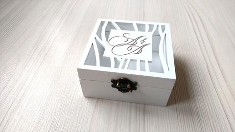 Деревянная шкатулка для колец на свадьбу с цветом на выбор и с индивидуальной картинкой