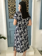Алла. Платье міді великих розмірів. Крупні квіти