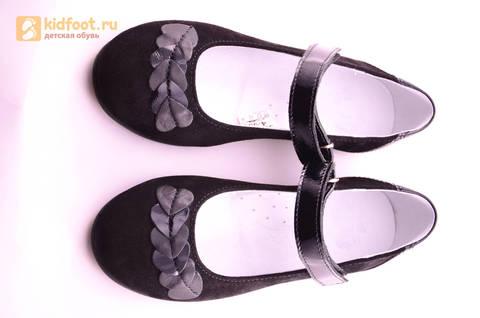Туфли для девочек из натуральной кожи и велюра на липучке Лель (LEL), цвет черный. Изображение 16 из 17.