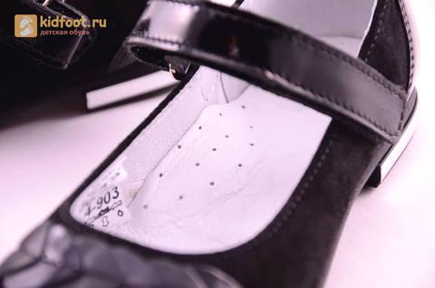 Туфли для девочек из натуральной кожи и велюра на липучке Лель (LEL), цвет черный. Изображение 17 из 17.