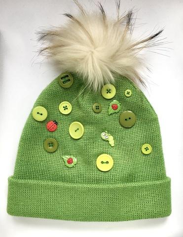 Зеленая шапка помпон
