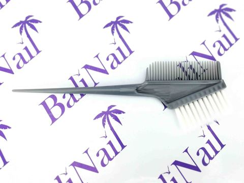 Кисть с гребнем для окрашивания волос профессиональная (серая с белым ворсом)