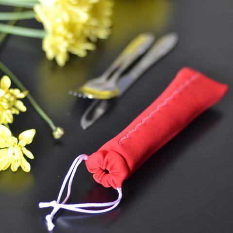 Набор столовых приборов в чехле красный