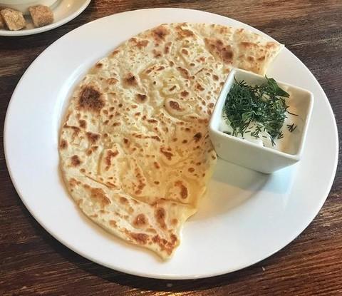 Кутаб с сыром «Моцарелла» и зеленью