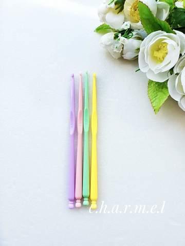 Крючок для вязания 3 мм. (пластик)