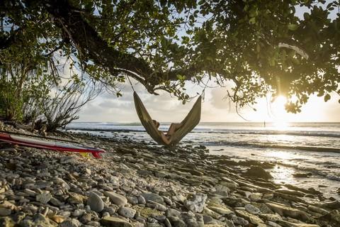Гамак на морском побережье. Романтика и реальность.