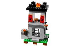 Конструктор  Майнкрафт 10472 Крепость 990 дет.