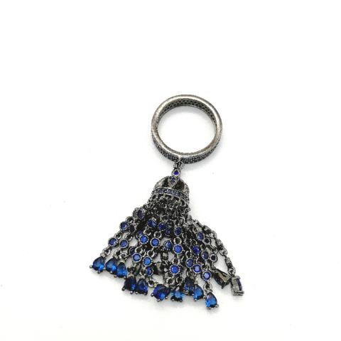 100/16- Кольцо-дорожка с подвеской кисть из серебра с сапфировыми цирконами