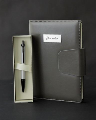 Набор с гравировкой: Ежедневник и Шариковая ручка Parker IM Achromatic GREY
