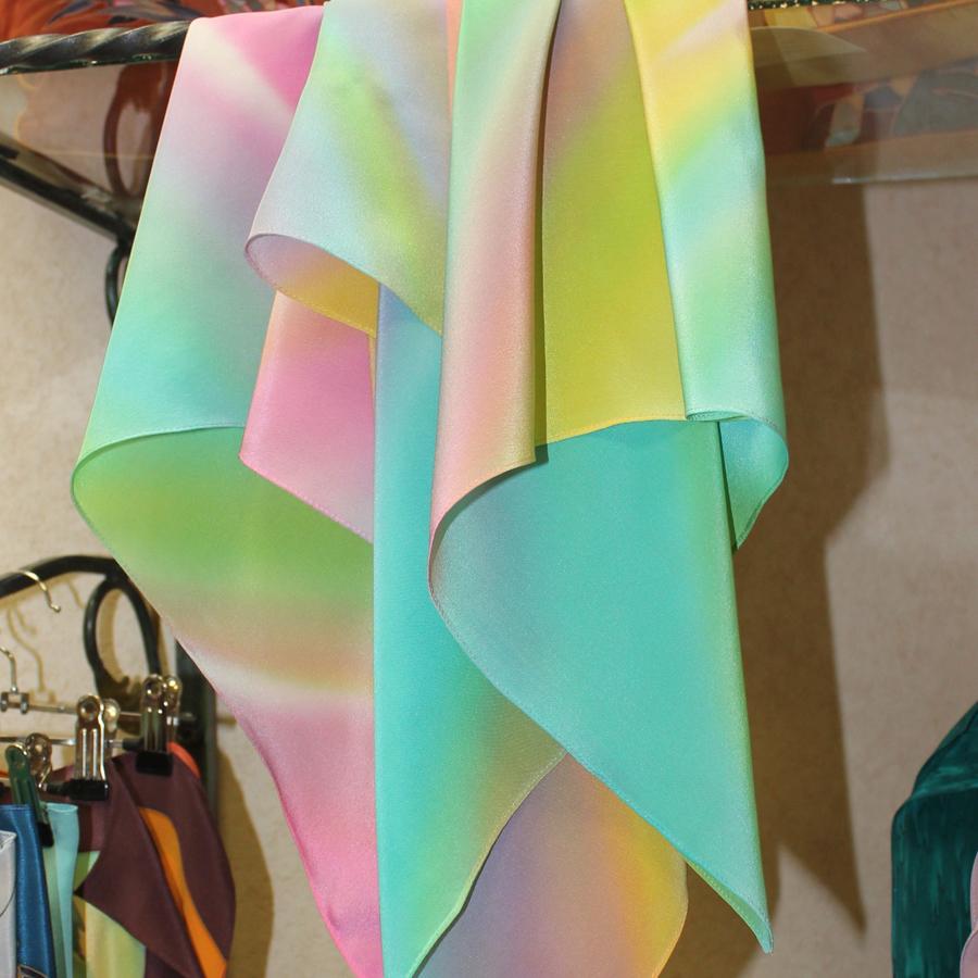 Шелковый платок батик Радужный светлый С-86