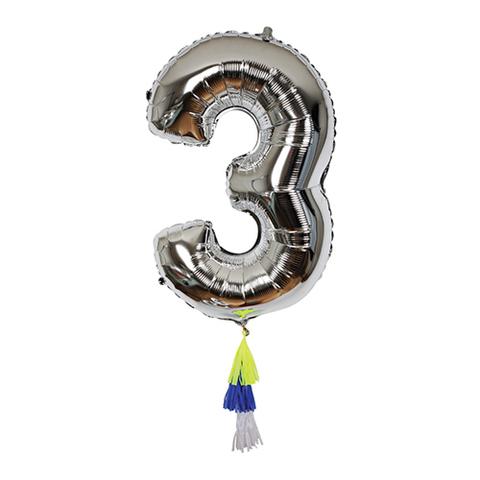Воздушный шар в форме цифры 3