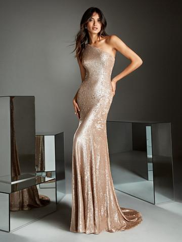 Вечернее платье классическое с волнистым шлейфом