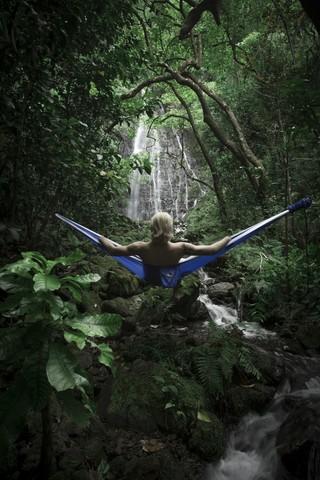 Сказочный лес и я в гамаке.