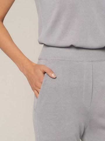 Женские брюки с карманами светло-серого цвета из шелка и вискозы - фото 5