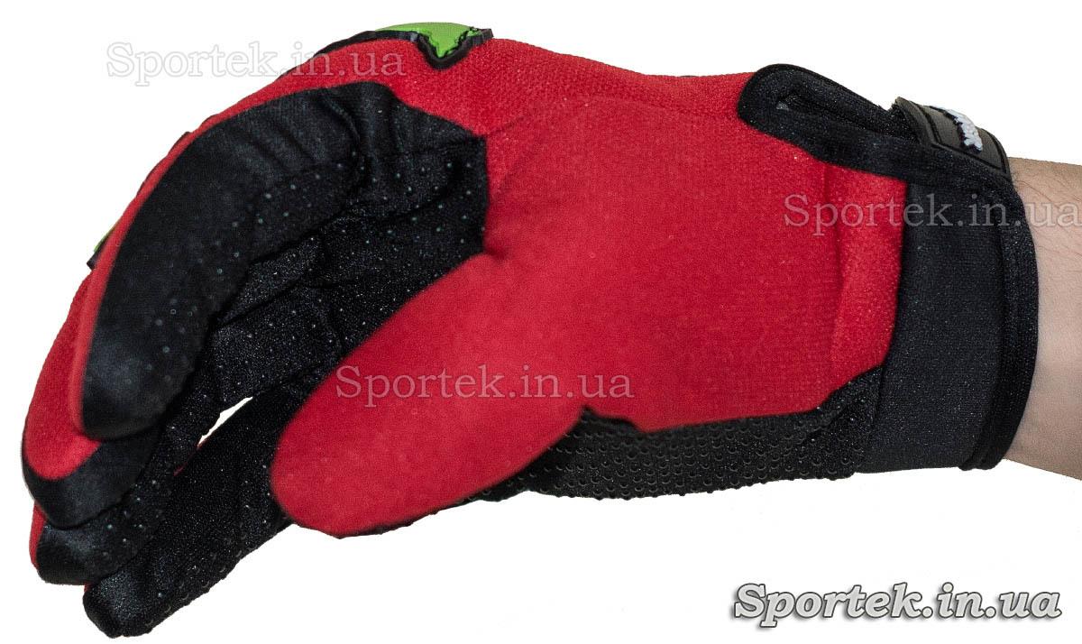Перчатки для велосипедистів і мотоциклістів - на руці (вид збоку)