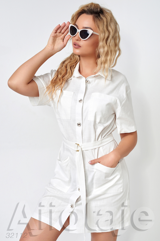 Льняное платье мини на пуговках с поясом