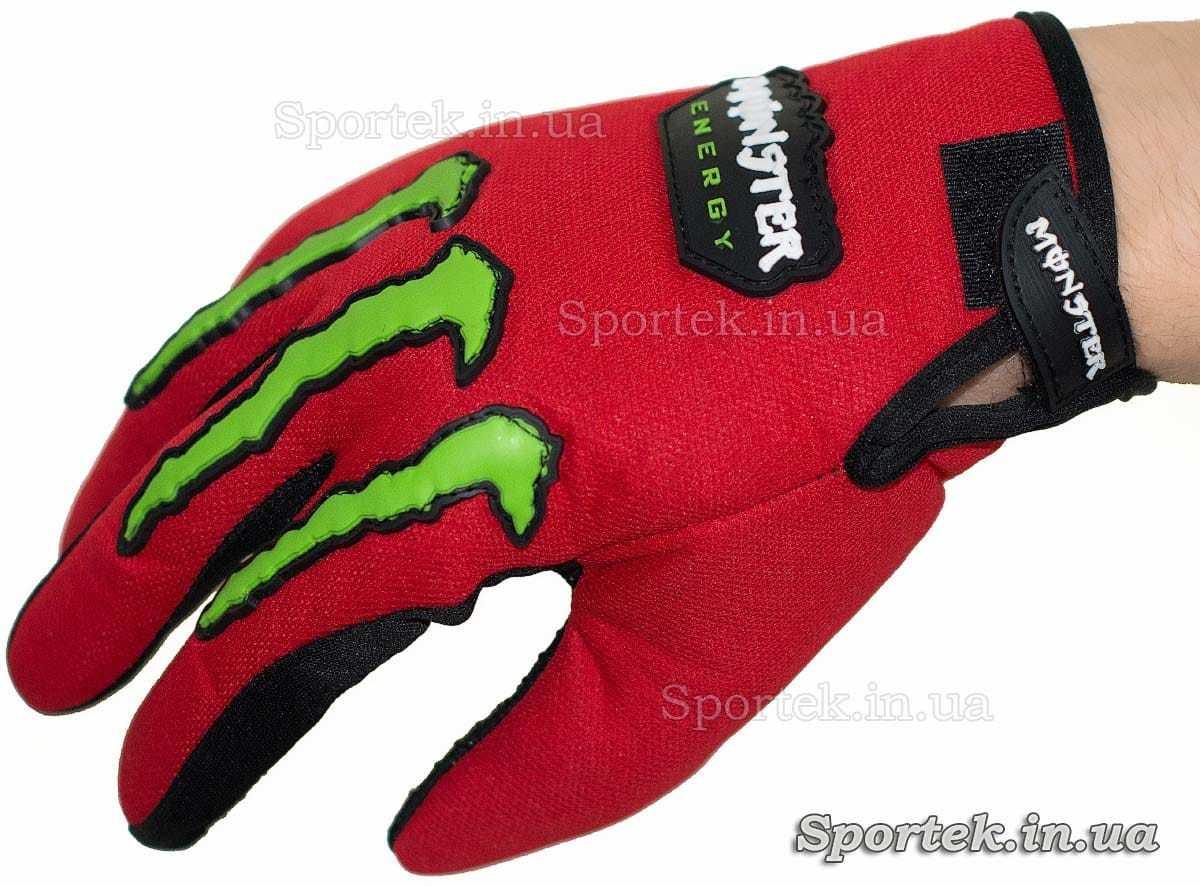 Перчатки для велосипедистів і мотоциклістів - на руці (вид зверху)