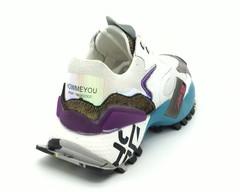 Кроссовки с цветными вставками на эффектной подошве