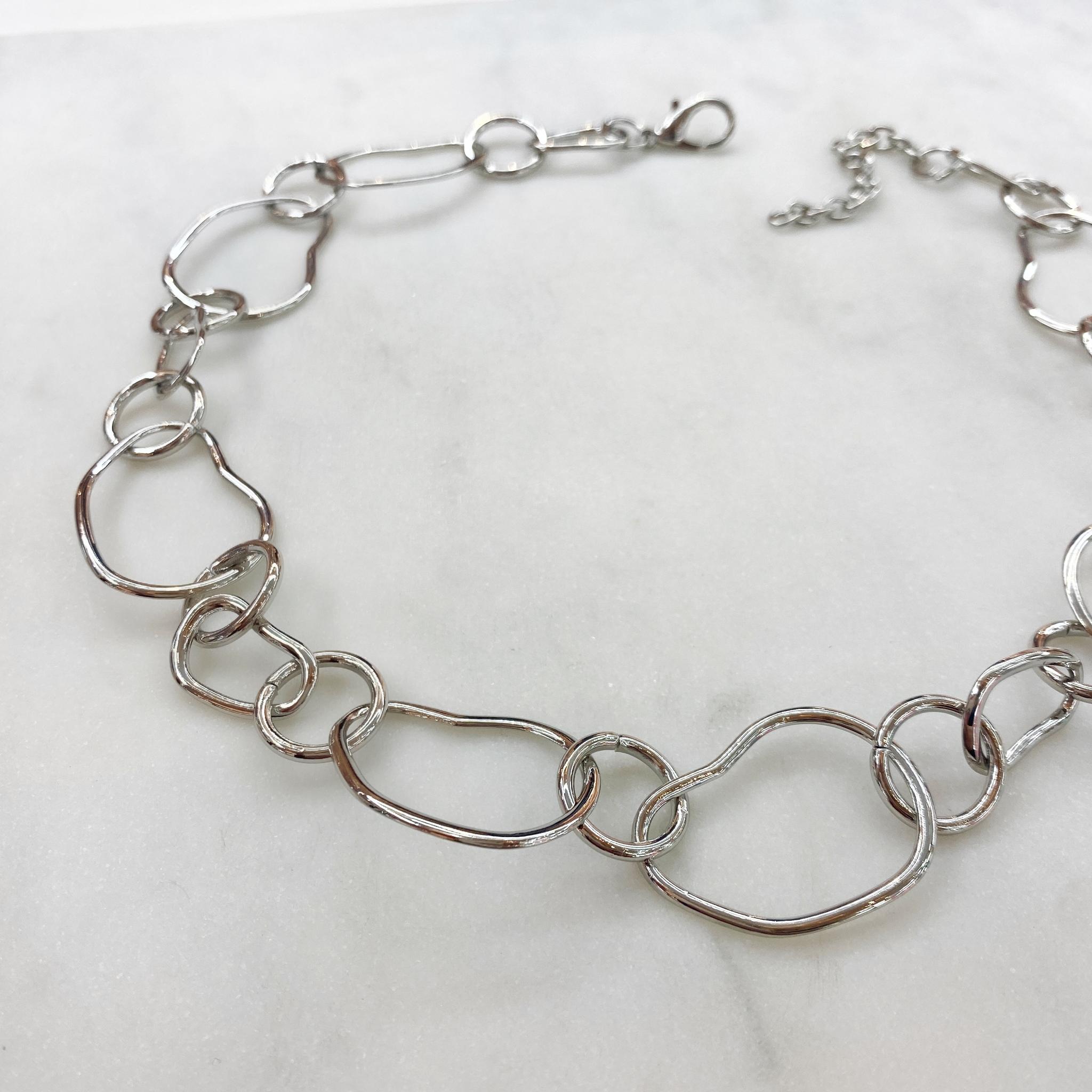 Колье-цепь из звеньев неправильной формы (серебристый)
