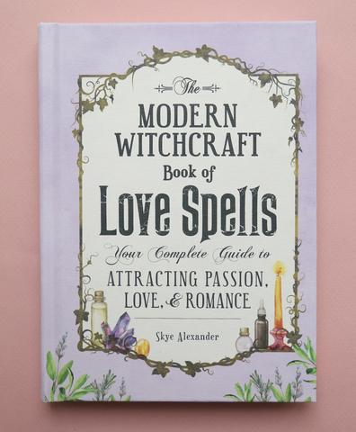 Книга The Modern Witchcraft Book of Love Spells в твердом переплете