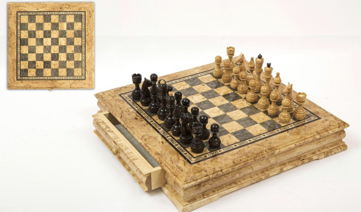 Шахматы из карельской березы