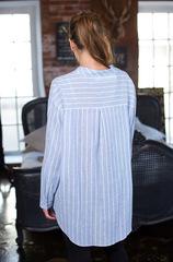 Голубая рубашка женская