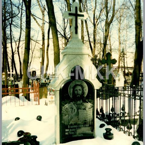 Голлофа из Мансуровского гранита с вставками гранита Габбро-Диабаз
