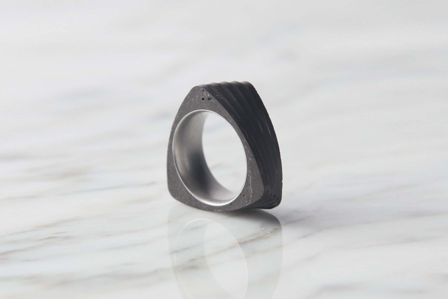 22 Studio Кольцо Twist Ring Dark Grey