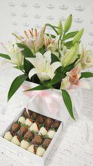 Шкатулка с белыми лилиями