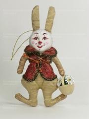 Кролик в жилете с аксессуаром