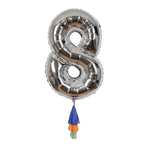 Воздушный шар в форме цифры 8