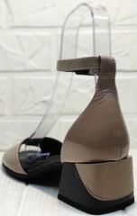 Бежевые женские босоножки на устойчивом каблуке Derem 602-464-7674 Beige Black.