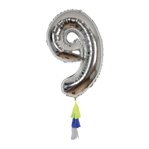 Воздушный шар в форме цифры 9