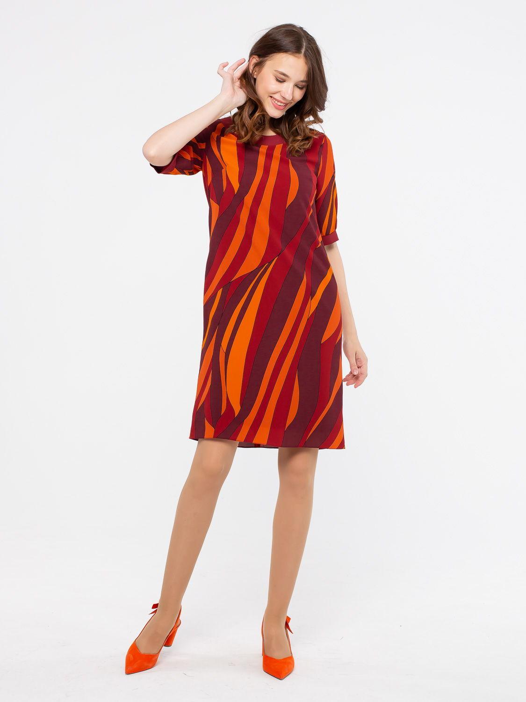 Платье З138-558 - Комфортное платье прямого силуэта с втачными рукавами до локтя. Окантовка    горловины и манжеты на рукавах из однотонной ткани-компаньона. Яркий, графичный принт скрывает возможные недостатки фигуры.