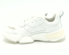 Кроссовки на массивной подошве