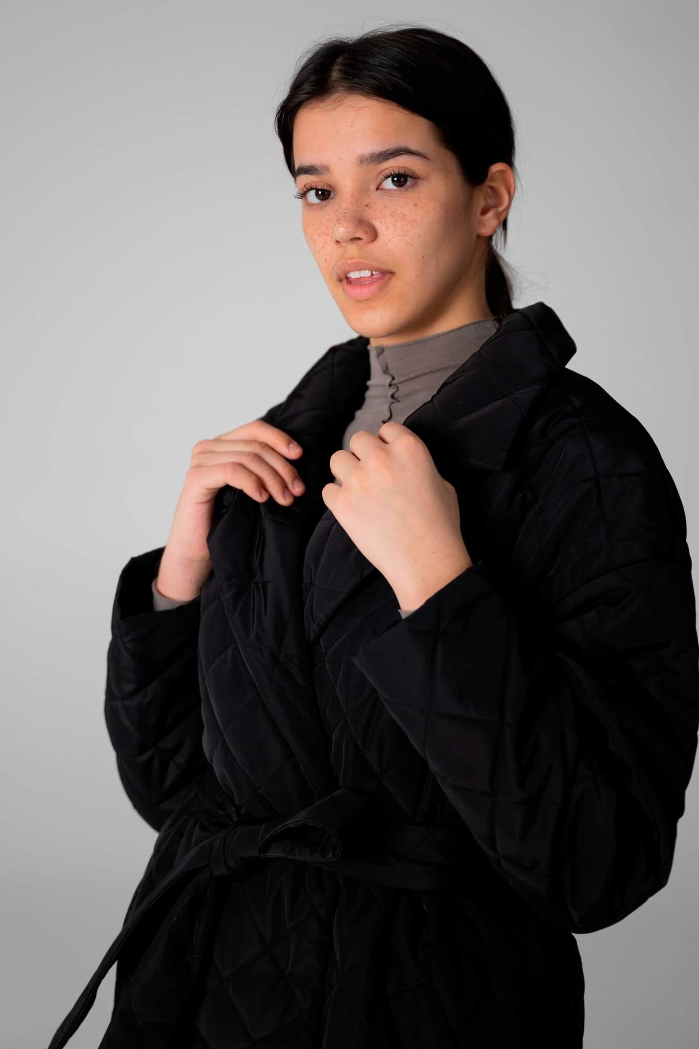 Стеганое пальто с капюшоном-манишкой