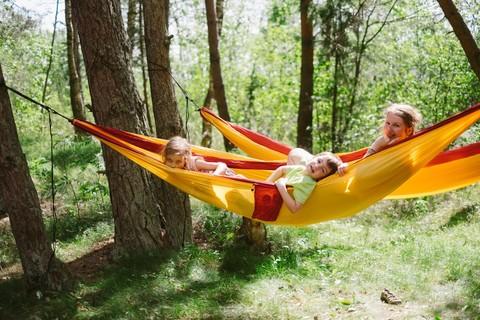Гамак-лучшее развлечение для детей на отдыхе.