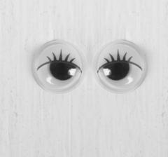Глазки бегающие круглые.